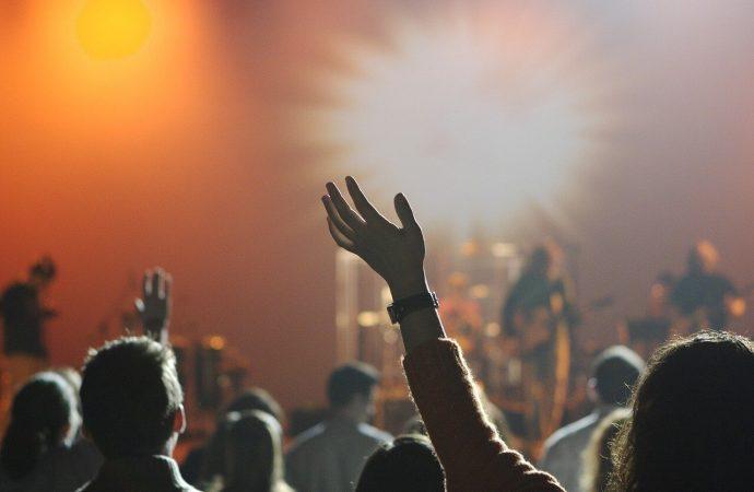 Kulturalny cios. Jak nowe obostrzenia wpłynęły na branżę eventową?