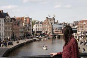 Turystka na moście