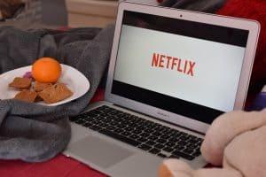 Ekran laptopa z aplikacją Netflix