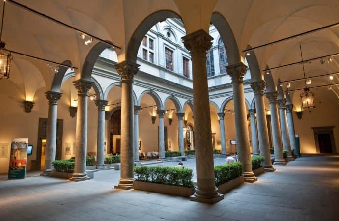 Rana instytucji kultury. Prowokacyjna instalacja we Florencji