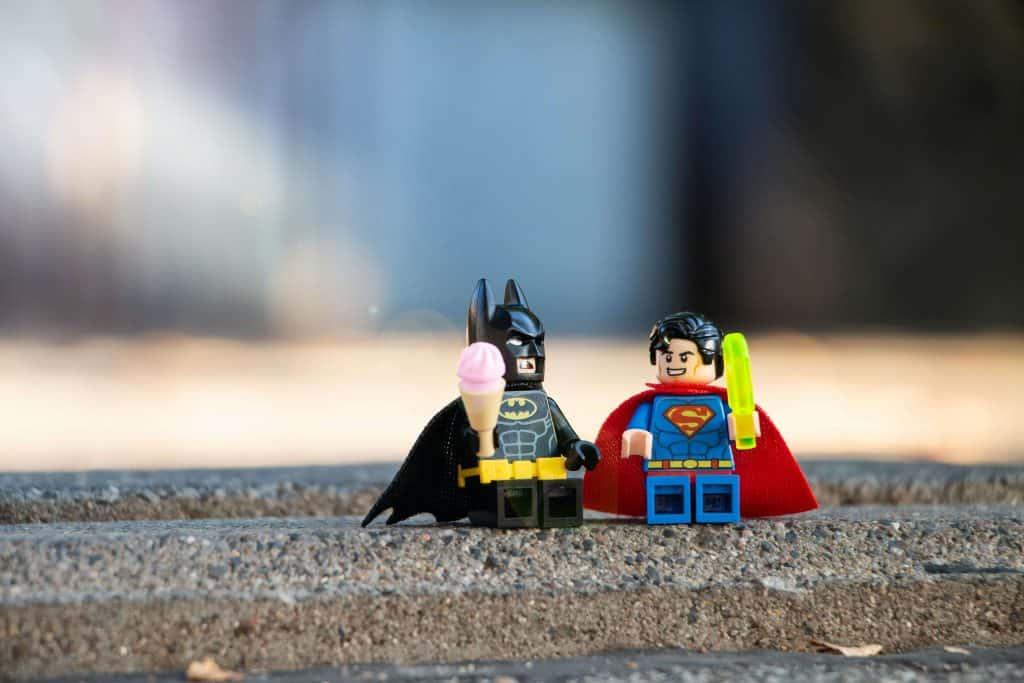 Figurki Batmana i Supermana z klocków LEGO